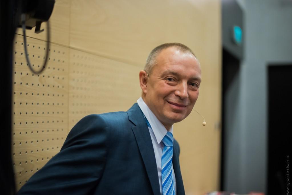 """Piotr Płóciennik - Uczciwy jak sprzedawca. O tym co możemy zrobić, by działać skutecznie, uczciwie i z klasą. Wystąpienie na konferencji """"Morfologia Sprzedaży"""""""